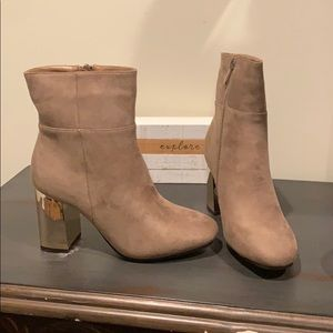 👢 NWT taupe booties 👢